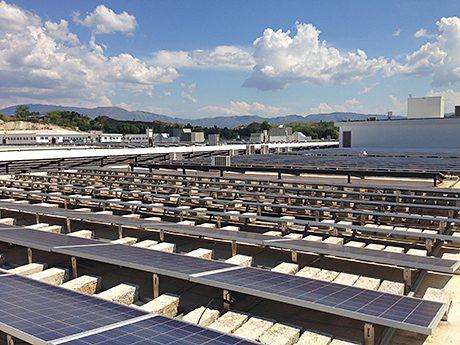 A solar-powered hospital has been built north of the Haitian capital Port-au-Prince.