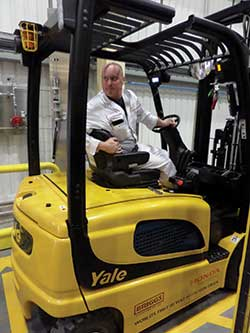 The Yale truck uses a lithium battery working with a fuel cell.