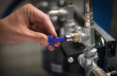 Indicator detects oil risks in a compressed air system