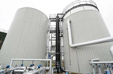 Automated sludge system needs less air and cuts power and cost