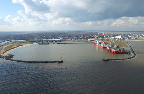 First rigs to arrive for decommissioning in Great Yarmouth