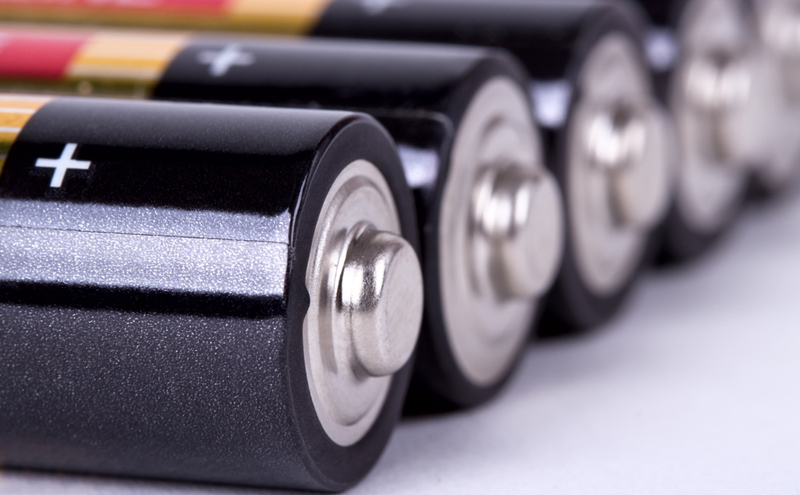 the differences between lithium and alkaline batteries