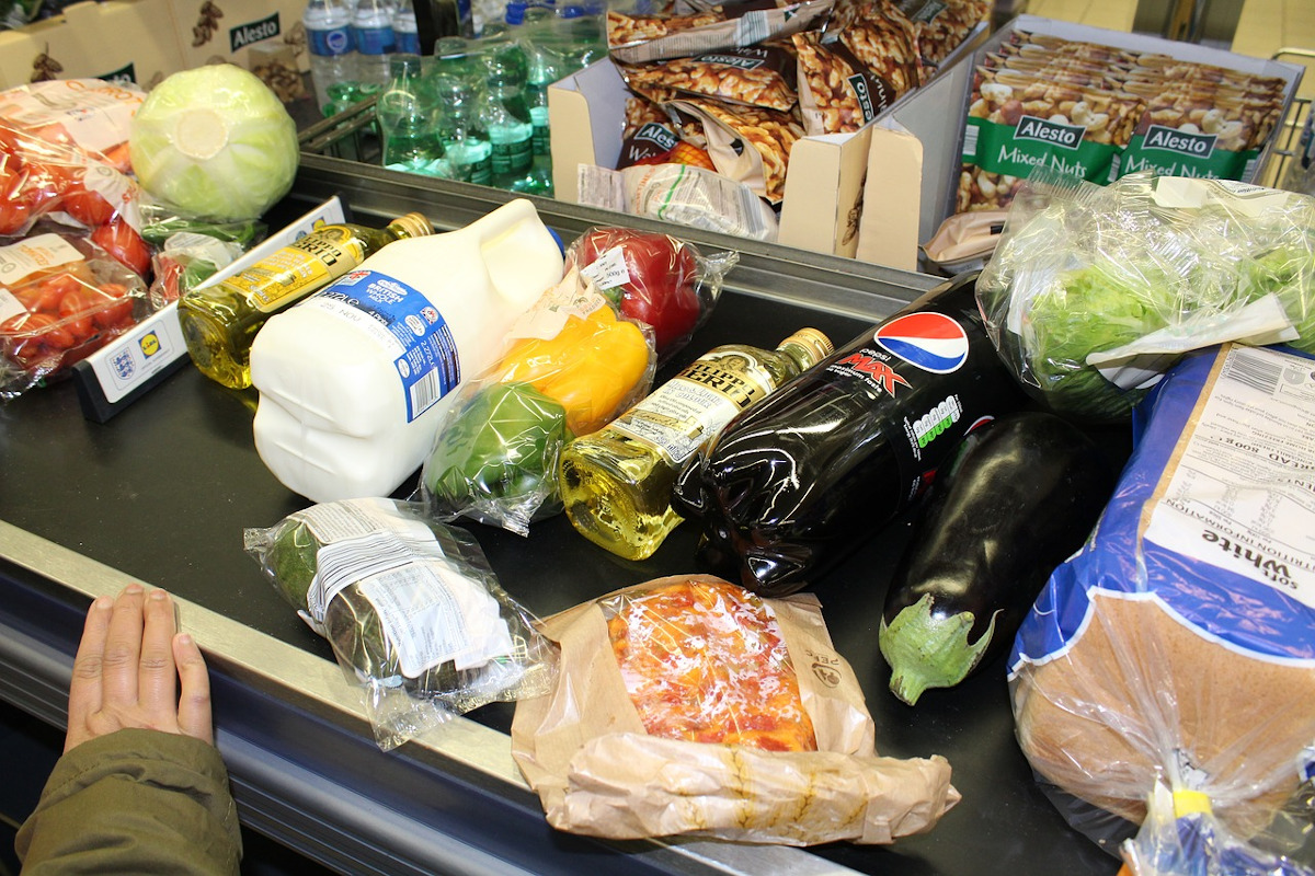 groceries-at-checkout