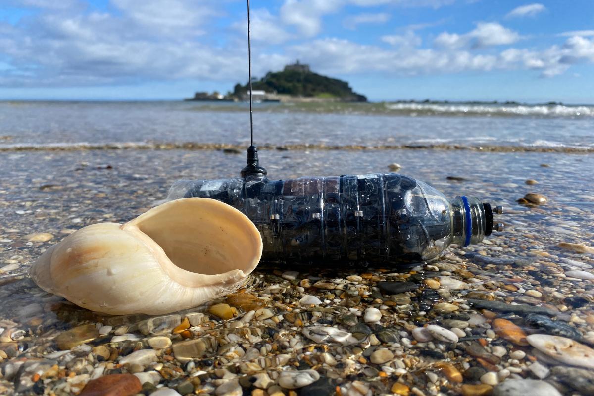 Monitoring device - tracking plastic bottles progress in the ocean