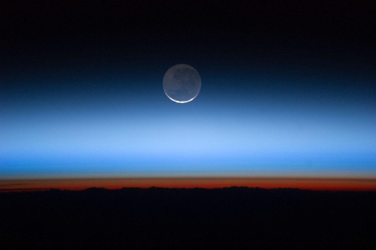 Gaseous-layers-on-the-horizon